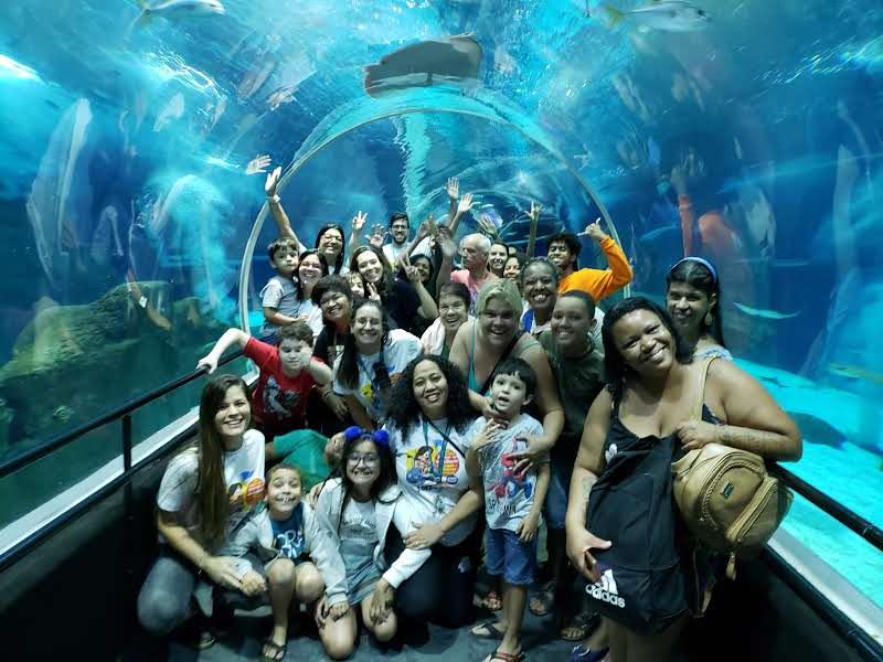 Grupo de pessoas com deficiência no AquaRio, no Rio de Janeiro